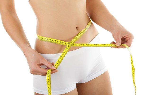 Uống nước chanh trong 2 tuần vào buổi sáng giúp giảm mỡ bụng